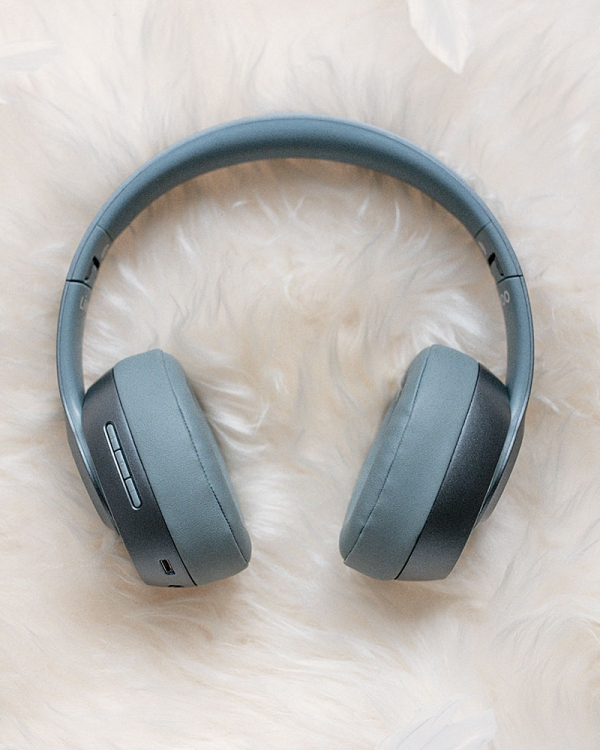 casque audio sans fil gris